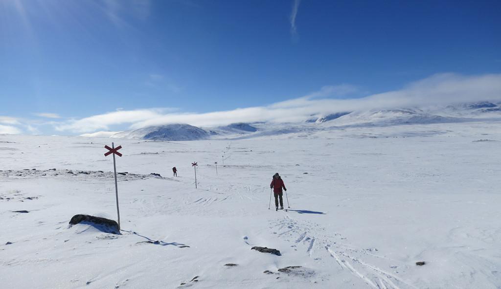 På väg från Sylarna en tidig vintermorgon.