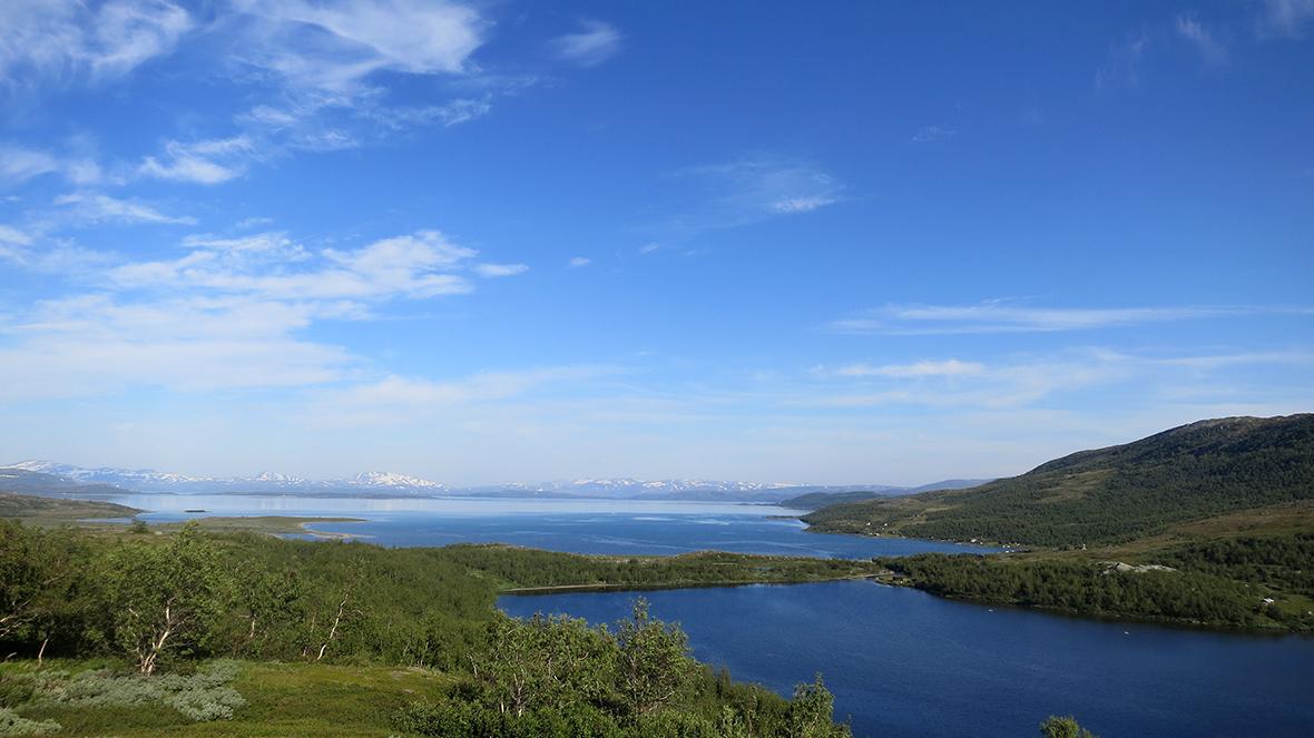 Utsikt över Staloluokta och norsk fjällen i fjärran