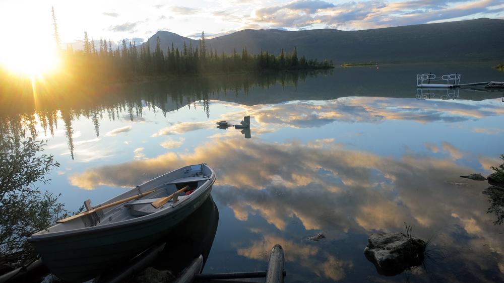 Båtplatsen vid Làitaure i solnedgång