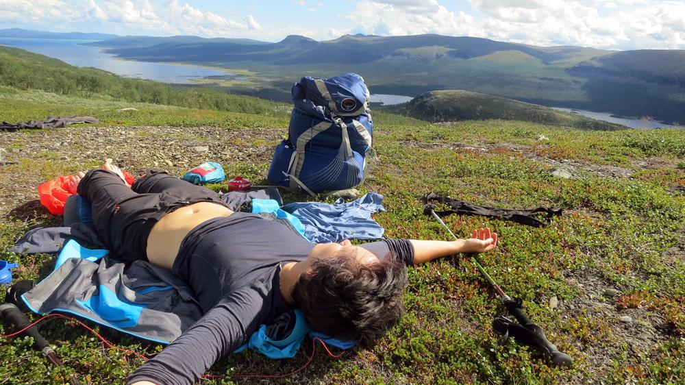 Mari vilar på Favnoajvves- och Bårdegienhtjes branta kanter