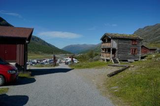 Spiterstulen turisthytte mot Visdalsvegen.