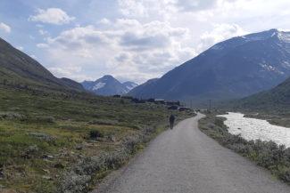 Visdalsvegen mot Spiterstulen, Styggehoe i bakgrunden.